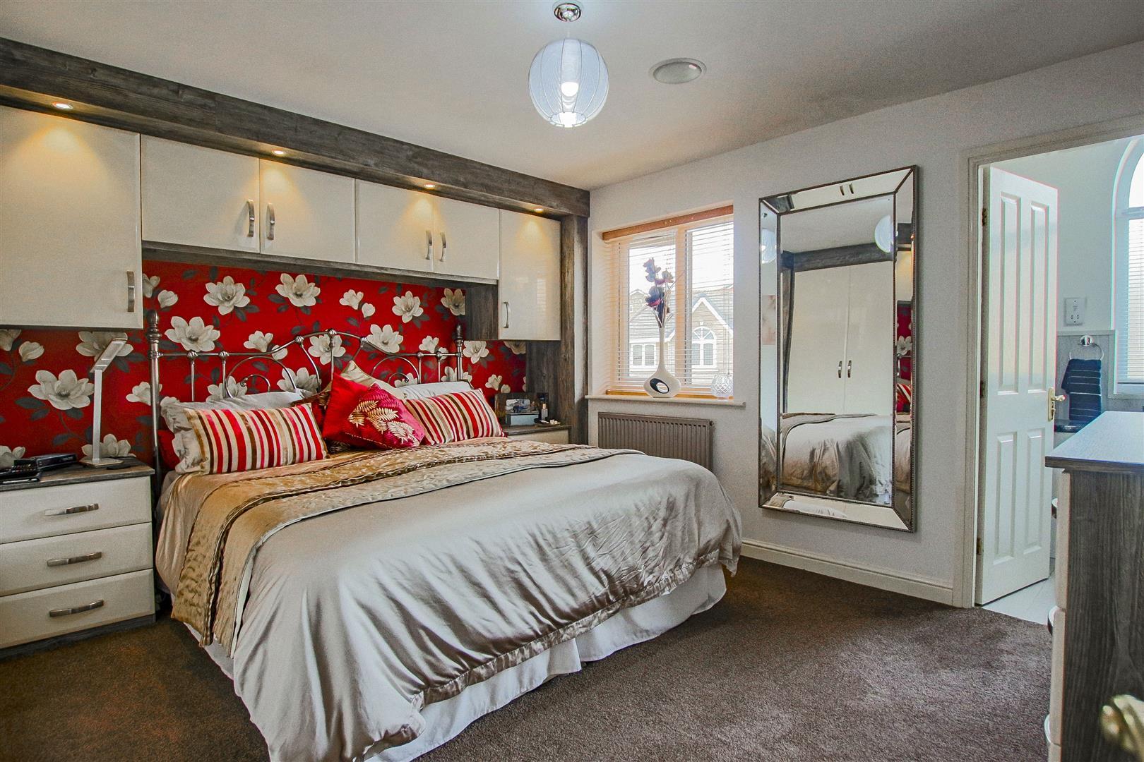 4 Bedroom Detached House For Sale - redwing31768.JPG